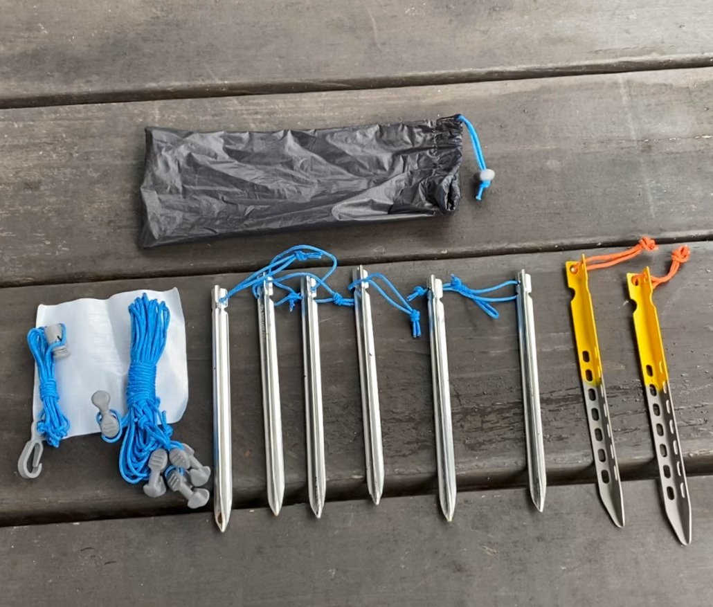 Tent stakes and guylines Gossamer Gear DCF One